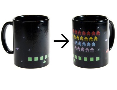 Taza Space Invaders mágica